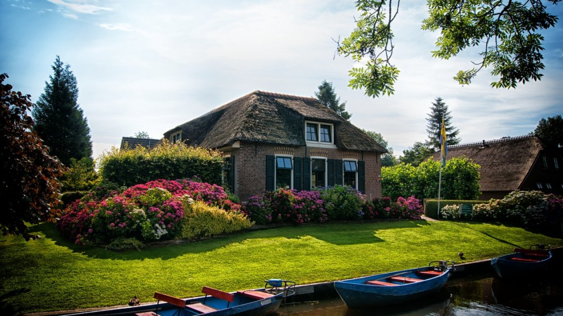 https://www.pexels.com/photo/architecture-boating-canal-cottage-534171/